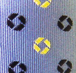 Corbata azul con topitos